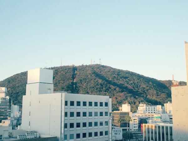 ホテルの窓から見た眉山